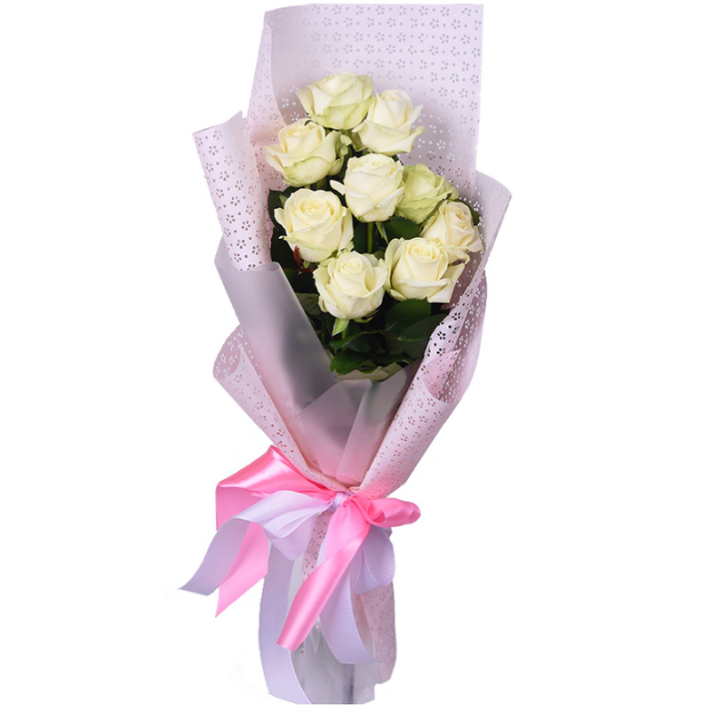 Bouquet of 9 white roses in pebbles