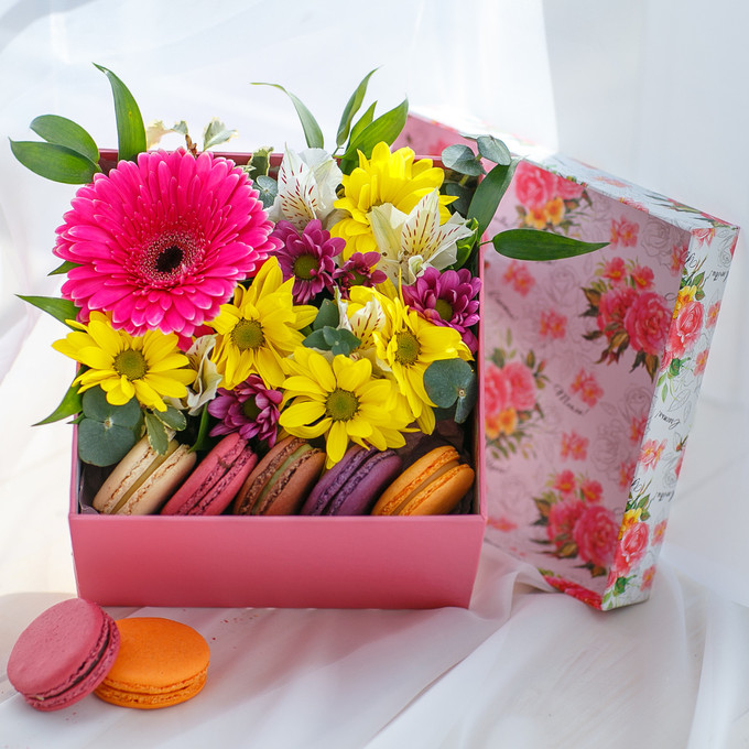 Flowers-Box with chrysanthemums and Macarons